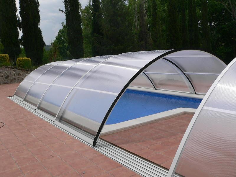 Cubierta piscina translucida y frontales transparentes for Cubiertas transparentes para techos