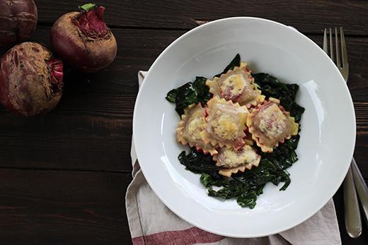 Rote-Bete-Ravioli Ziegenfrischkäse Rote-Bete-Grün Holunderweg18 Foodblog
