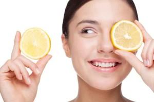 cara mencerahkan kulit wajah secara alami menggunakan lemon