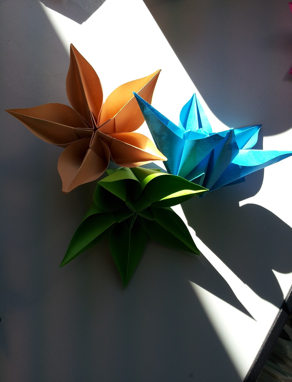 Paper moon paper flowers carambola flower instructions you should still be able to follow the instructions even if you dont speak german mightylinksfo