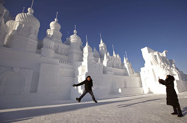 صور متميزة وساحرة من مهرجان الجليد والثلج d51.jpg