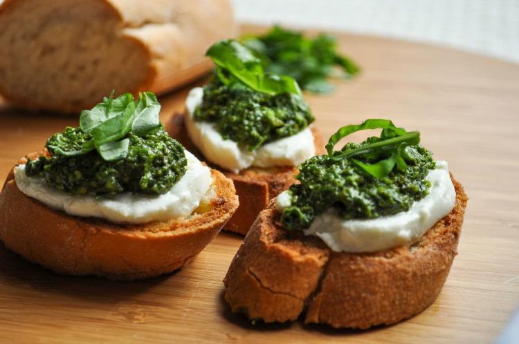 carinamdee: Gluten Free Pesto & Goat Cheese Crostini ...
