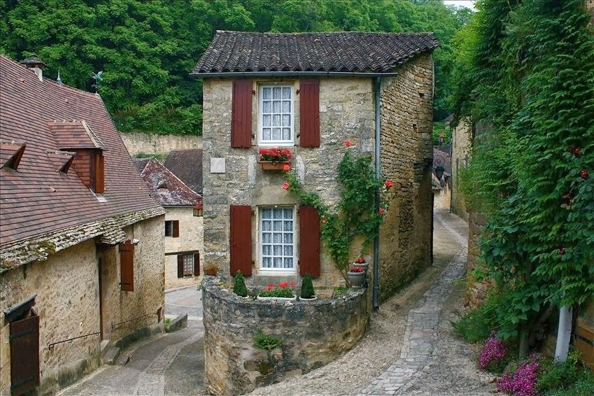pinceladas actuales beynac et cazenac el pueblo bello de francia