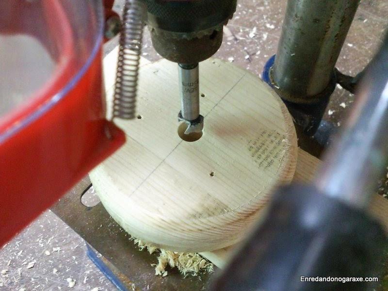 Taladrando el agujero para el eje. Enredandonogaraxe.com