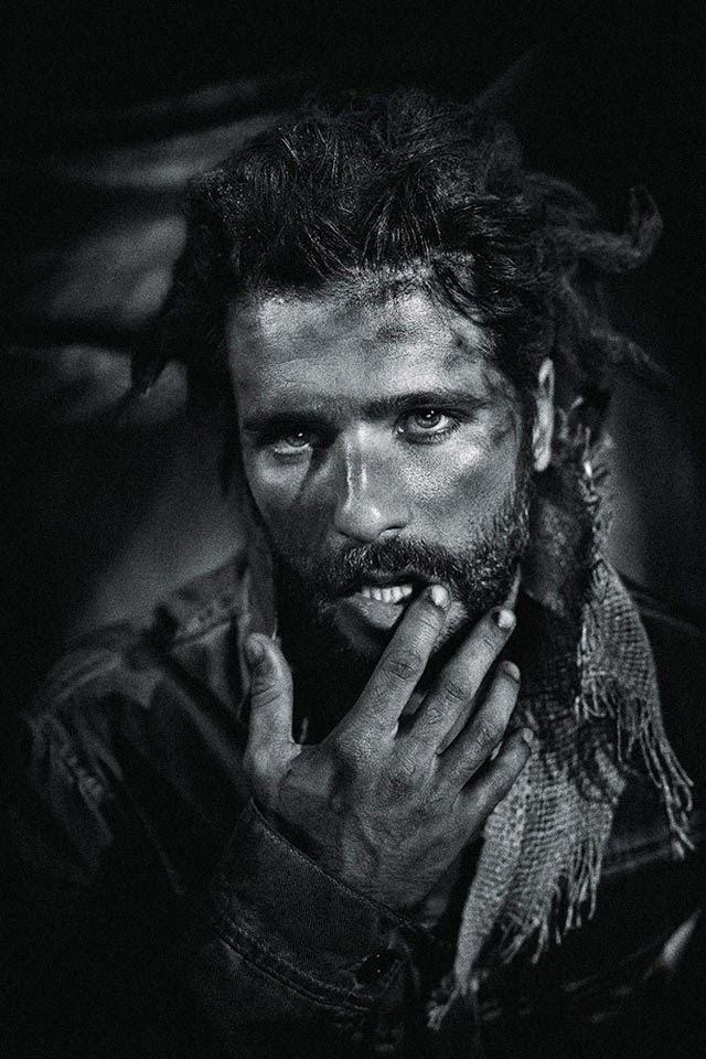 O ator posou com dreads no cabelo para caracterizar um eremita da floresta Foto: Gustavo Zylbersztajn