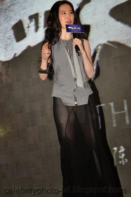 Chinese+actress+Liu+Yifei+Wearing+a+sexy+semi transparent+dress+Pics004