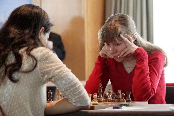 Echecs à Genève : Olga Girya (2463) résiste à Alexandra Kosteniuk (2491) lors de la ronde 2 © Anastasiya Karlovich