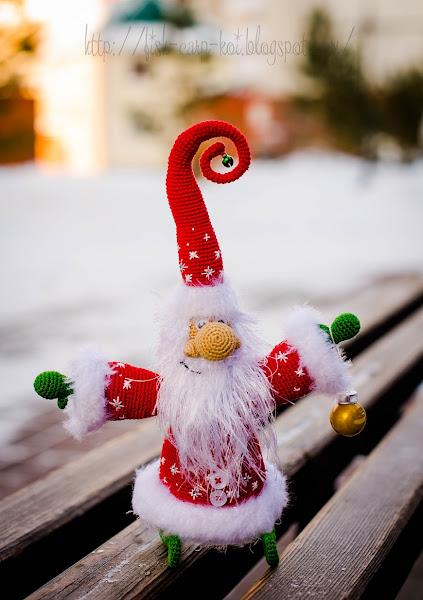 Дед Мороз - игрушка ручной работы, связанная крючком. Морозный дедулька от Ольги Борисенко.