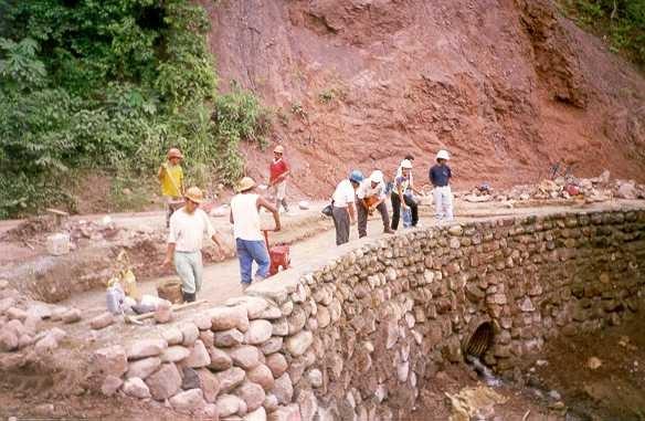 El maestro de obras xavier valderas construir un muro de - Muros de contencion de piedra ...