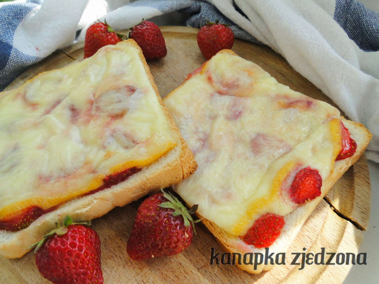 raclette con fresas, raclette with strawberries, Raclette mit Erdbeeren, raclette avec des fraises, na ciepło, na słodko, truskawki, raclette