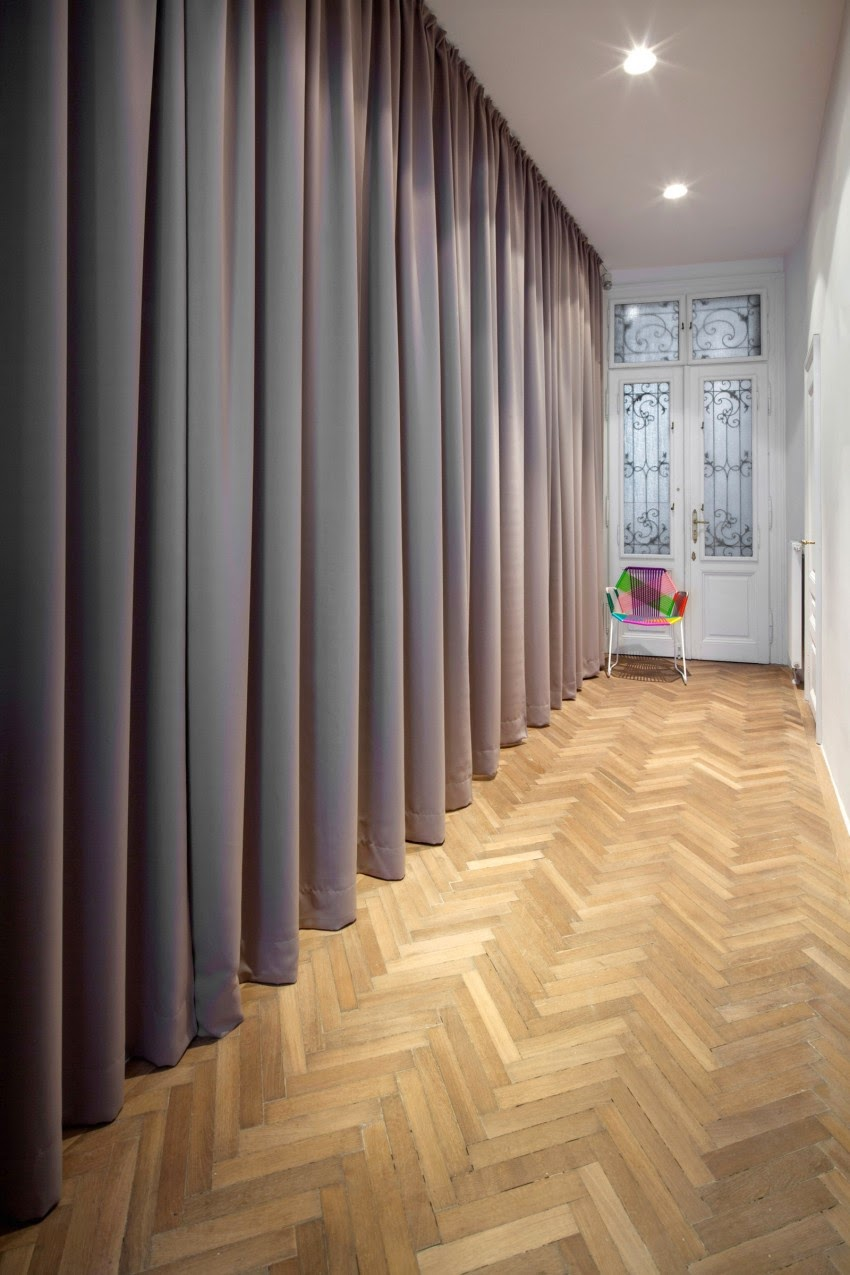 Vivienda restaurada con amplia cortina by Habitan2