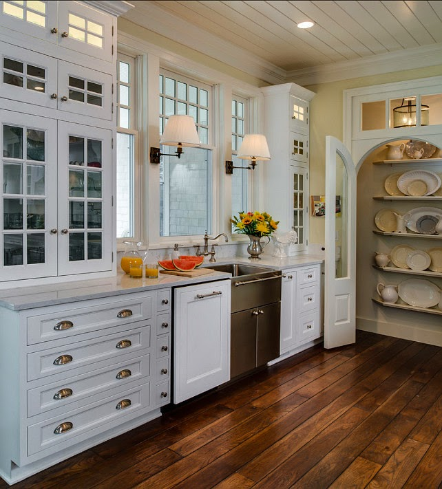 Coastal Home With Traditional Interiors: Home Decoration: Coastal Home With Traditional Interiors