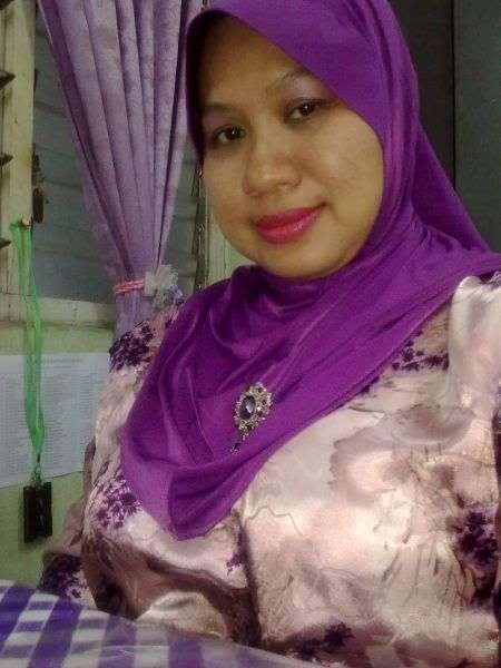image Malay tudung baju kurung depan webcam
