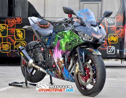 Modifikasi Yamaha YZF-R25 Ala Clash of Diablo