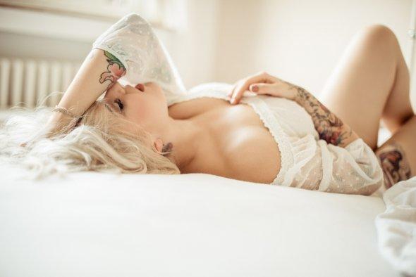 Sacha Leyendecker fotografia mulheres modelos sensuais ruivas tatuagem