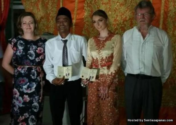 Bayu Kumbara dan Jennifer Brocklehurst - Parents