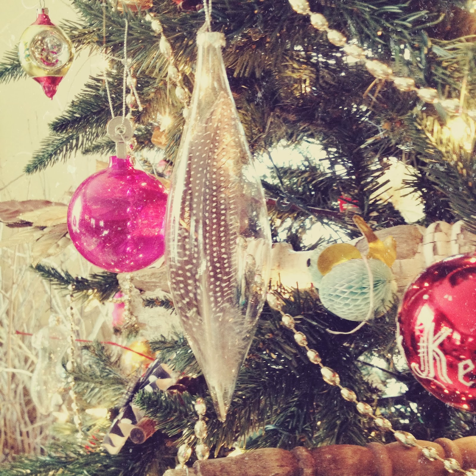 The white house girls feather christmas ornaments diy another easy holiday do it yourself er i have had a crush on feathers lately so i figured i better add them to my holiday dcor solutioingenieria Images