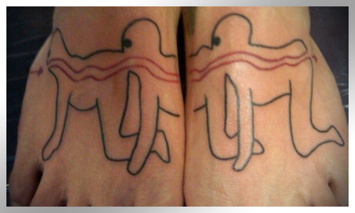 """Somente os verdadeiros fãs de """"The Human Centipede"""" poderiam fazer uma tatuagem baseada na série, mas apenas um seguidor incondicional viria com uma idéia genial como esta. Pena que a arte em si parece absolutamente horrenda"""