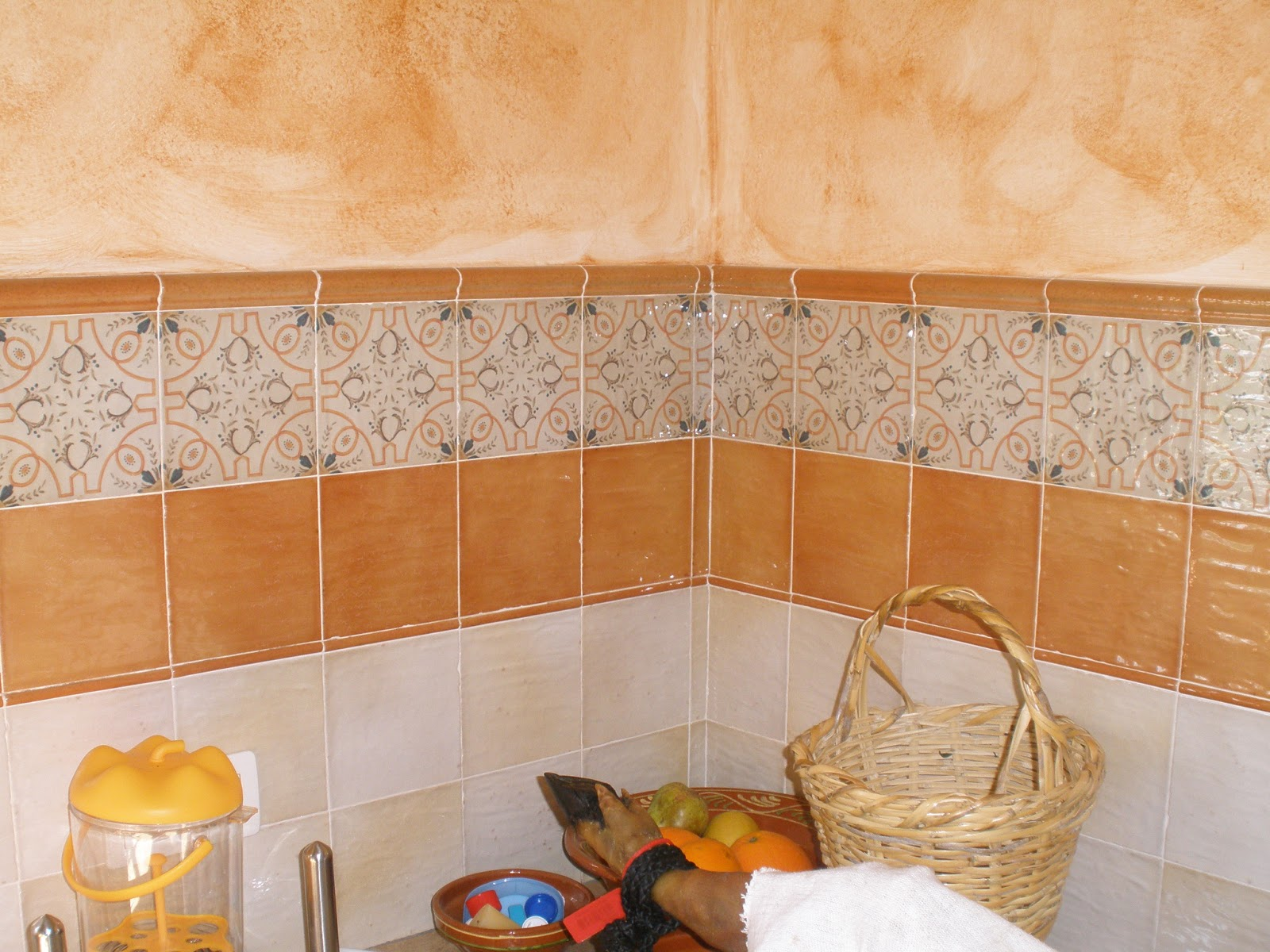 Construcciones rudi cocina rustica de casa de campo Azulejos rusticos para interiores