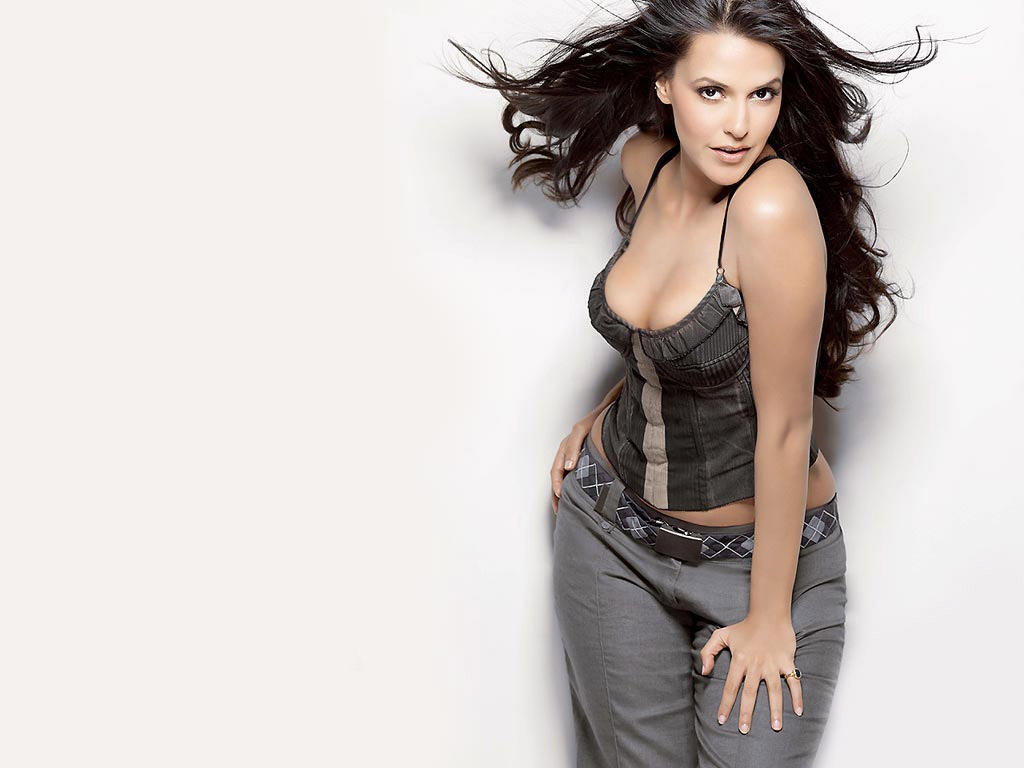 Neha Dhupia Hot And Sexy Pics | Bollywood Paradize