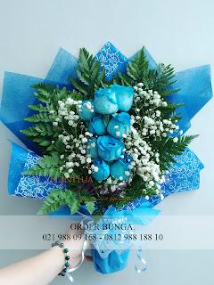 mawar biru, handbouquet murah, toko bunga dijakarta, handbouquet mawar biru, bouquet bunga cantik, bouquet bunga segar, bouquet bunga hidup