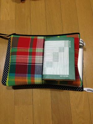 macbook air 11インチとpijama pocket Lと文庫本