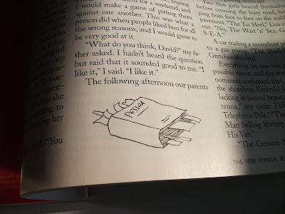 Livro com a inscrição 'Pessoa' na capa