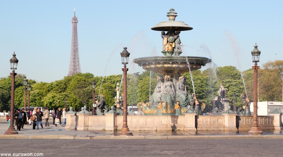 Plaza de la Concordia y Torre Eiffel