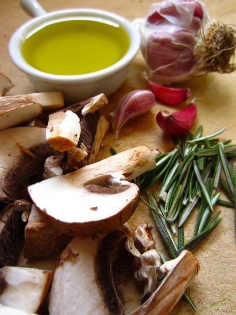 oliveoilmushroomsherbs
