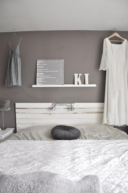 Antes y depu s de un dormitorio en color topo y blanco for Pintura color topo