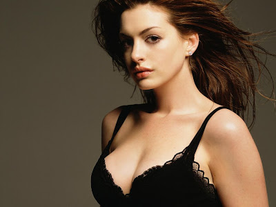 Anne-Hathaway-Boobs