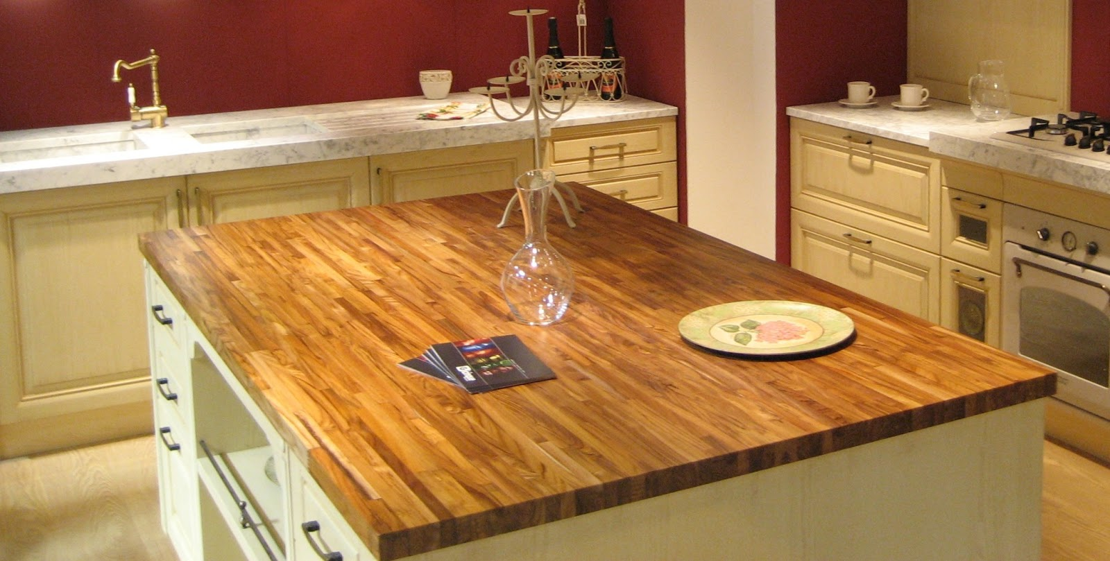 é utilizar móveis com madeira reciclada ou MDF laminado com madeira  #C37608 1600x809