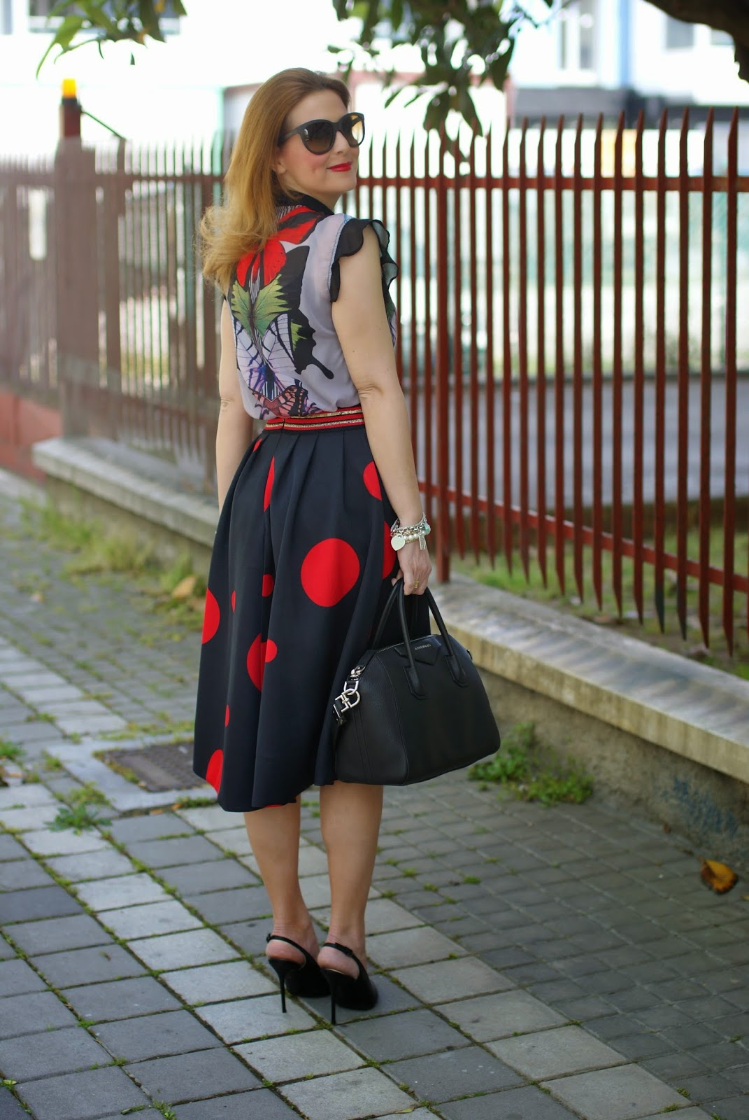 Smash! Saura blouse, Zaful polka dot skirt, mix of prints fashion blogger, large polka dot print, mix of prints on Fashion and Cookies fashion blog, fashion blogger style