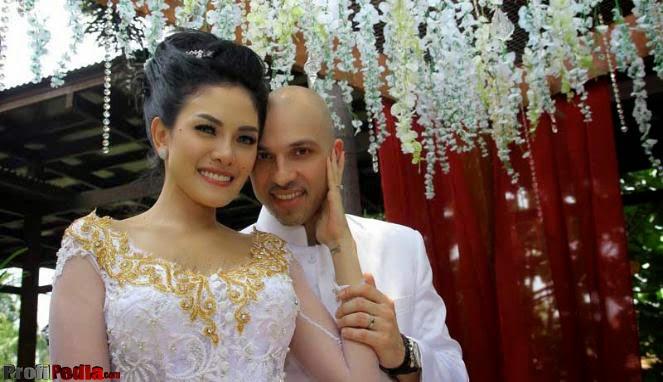 Foto pernikahan Nikita Mirzani dan Sajad Ukra