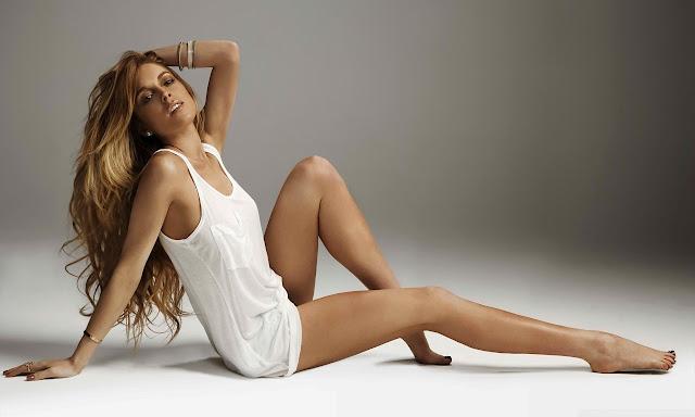 """<img src=""""http://4.bp.blogspot.com/-4WNn_zURq18/UggEgLPoYII/AAAAAAAADek/idzT2YMF-O4/s1600/lindsay_lohan_2-wallpaper-1280x768.jpg"""" alt=""""Lindsay Lohan hot wallpaper"""" />"""