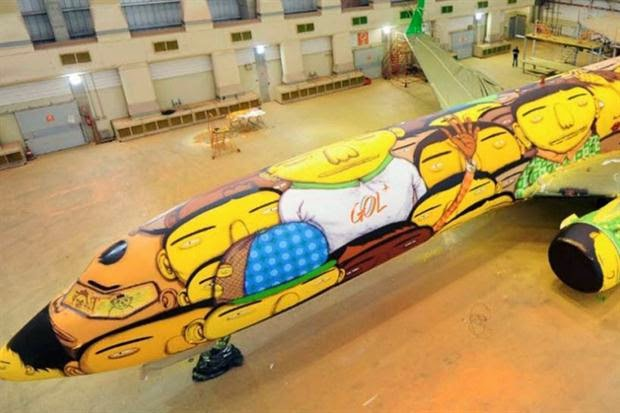 El avión que trasladará a la selección de Brasil en el Mundial es una obra de arte callejera.