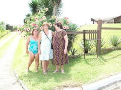 a Neuci e a vó Cinda comigo em Garopaba