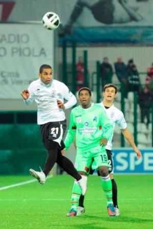 PRO VERCELLI de Vinicio Espinal empata con el Verona-Serie B Calcio Italiano