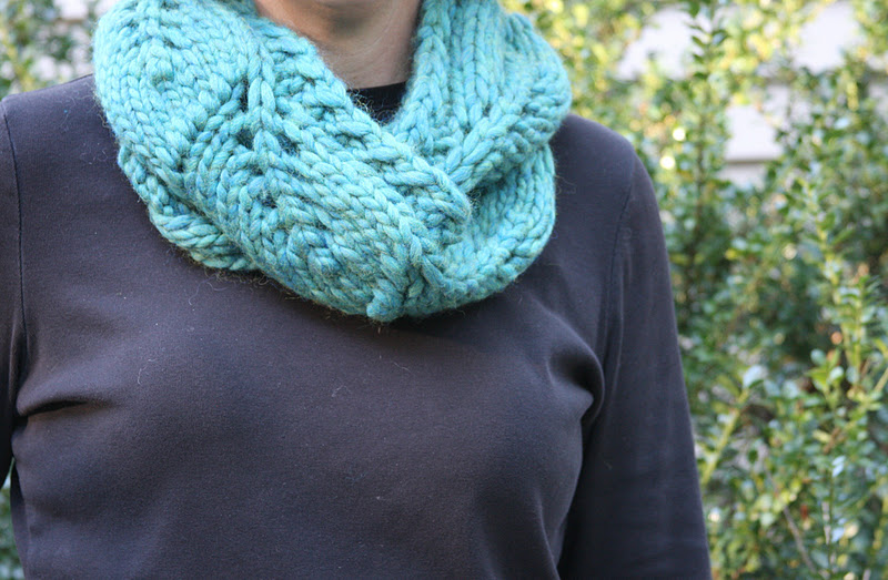 Vite Cowl Knitting Pattern : stitching under oaks: vite cowl