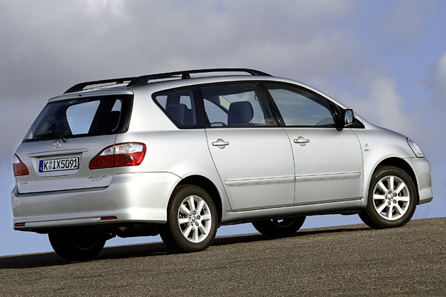 toyota avensis verso preview