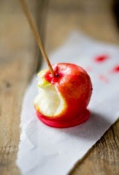 http://www.womansday.com/food-recipes/cooking-tips-shortcuts/how-to-eat-a-candy-apple