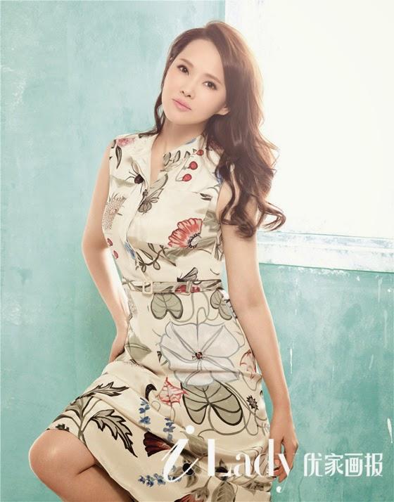 Rực rỡ váy hoa ngày đầu năm của sao Hàn - Trung