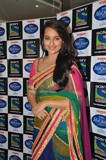 Sonakshi Sinha Pos in Saree on Indian Idol Junior Sets 0001.jpg