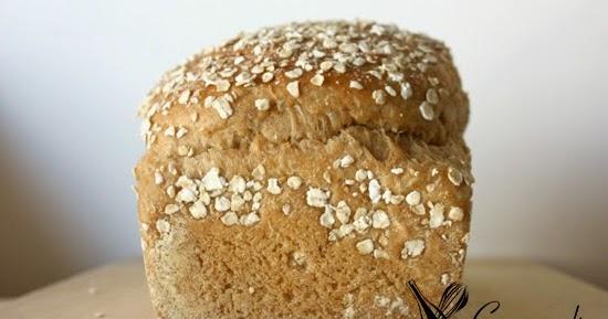 Pão de aveia e açúcar escuro (fermento comercial)