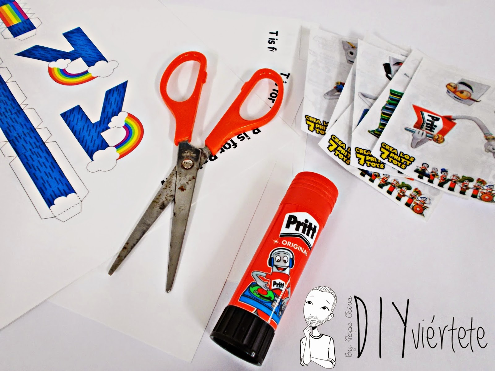 DIY-manualidades-pegamento-adhesivo-barra-Pritt-papertoy-recortables-2