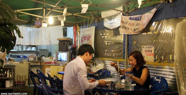 Restaurante de pescado a la brasa en Seúl