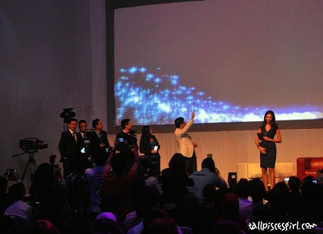 Let the S Pen do its magic anddddd... Samsung Galaxy Note 2 is officially launched!