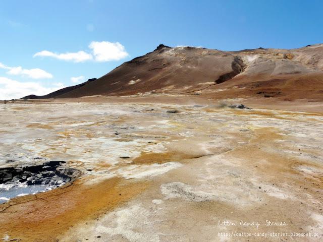 Blick über das Gebiet Hverarönð und den Námafjall in Island