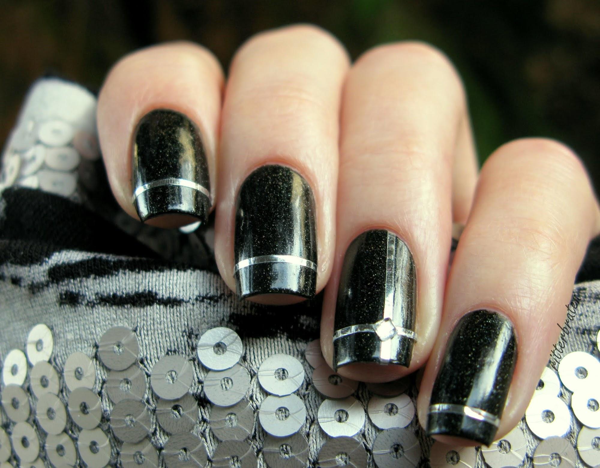 striping tape manicure