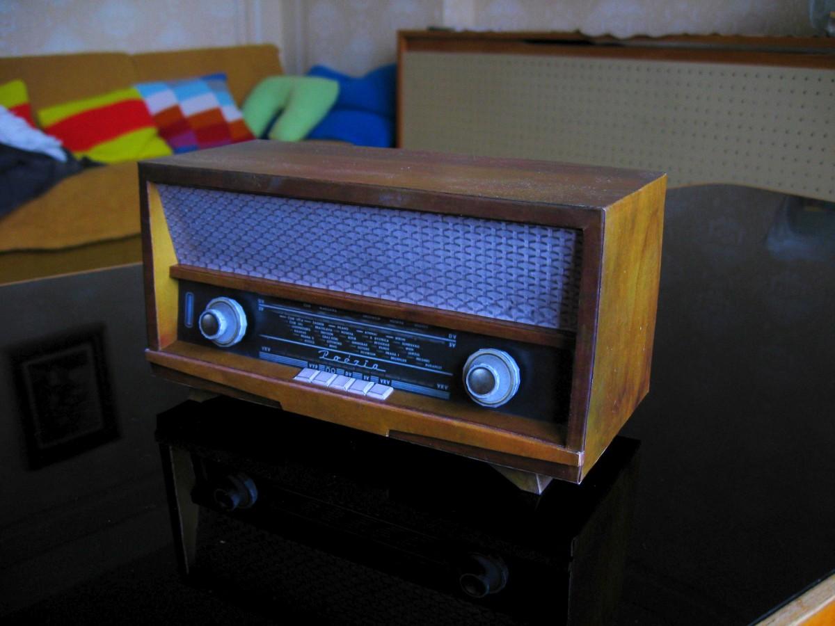 Tesla Poezia 427A Radio Papercraft
